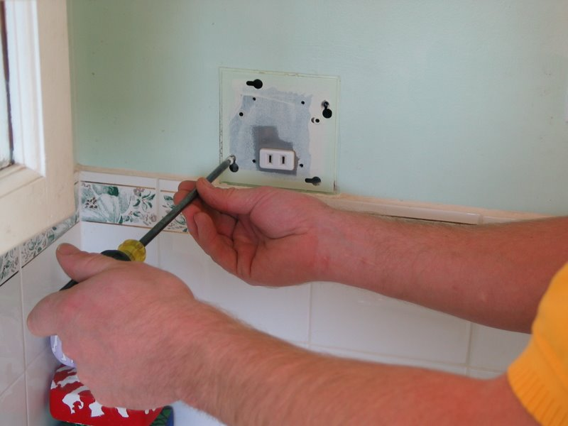 floor mount electrical receptacle how to replace a razor only receptacle with a gfci