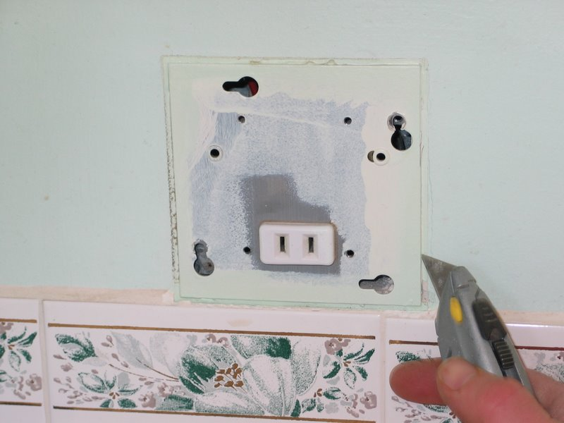 How to Replace a Razor Only Receptacle With a GFCI