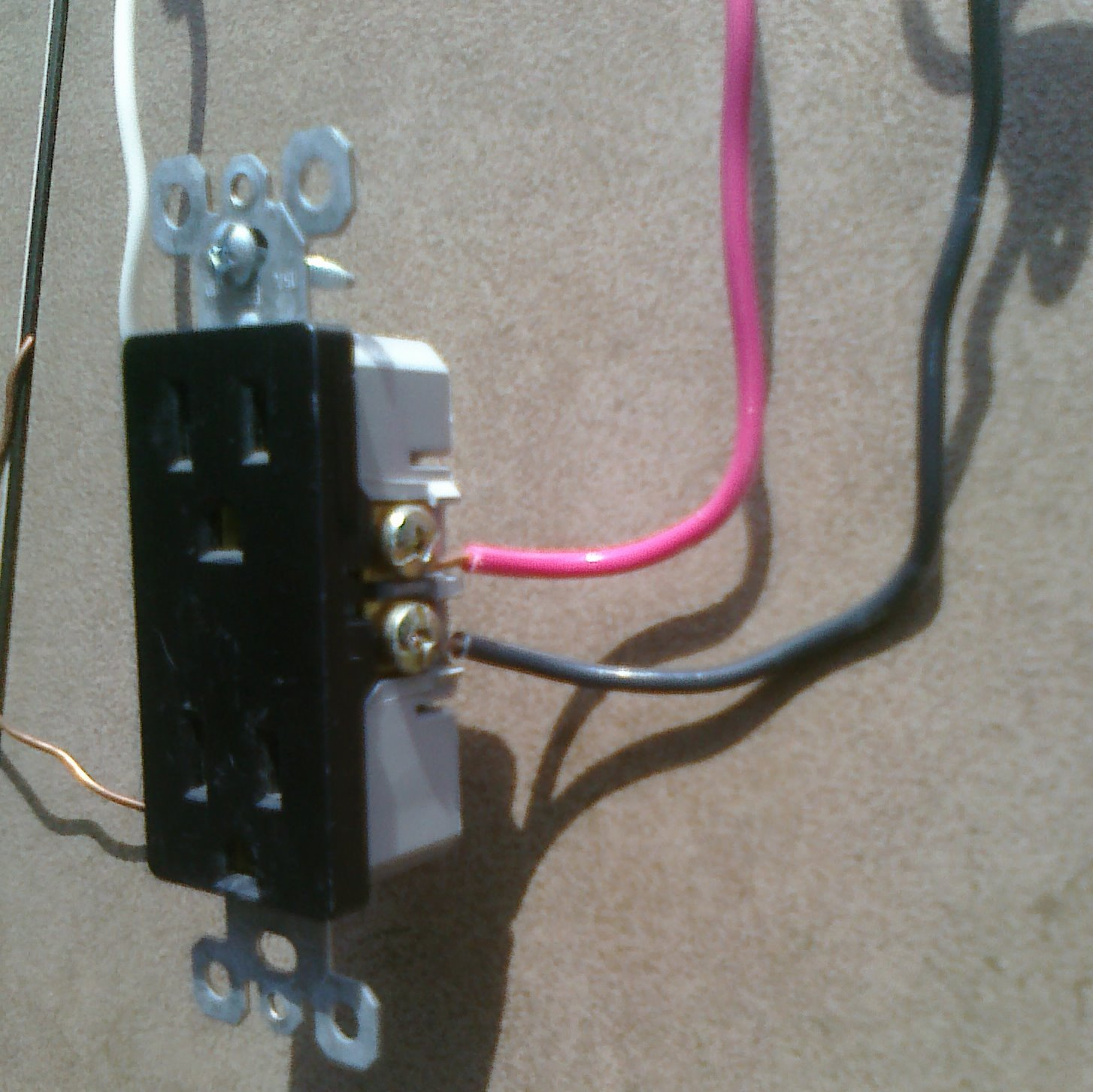 Kitchen Split Receptacle Circuits Electrical Online 12 2 Wiring Into Junction Box To Light And Schematic